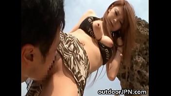 手コキ黒木アリサ 巨乳ビキニギャルがビーチでパイズリ日本人動画|イクイクXVIDEOS日本人無料エロ動画まとめ