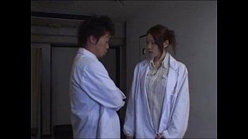 คลิ๊ปเสียว คุณหมอเย็ดหีด้อกเตอร์สาว แม่งเอากันในห้องผ่าตัด เอาควยแหย่หีนางพยาบาลสาวเด็ด