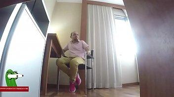 Jugando a cosas de mallores en el hotel gui00294