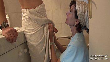 หนังเอ๊ก หนังโป๊ฝรั่งเย็ดกับแม่ตัวเองในห้องน้ำอย่างเด็ดโม็คซะเสียวเลยขึ้นให้ด้วยลีลาดีสุดๆ porn xxx