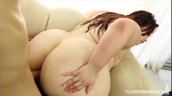 Slut likes guys pee