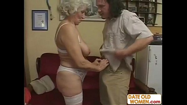 Sexy mature gets screwed by her lover