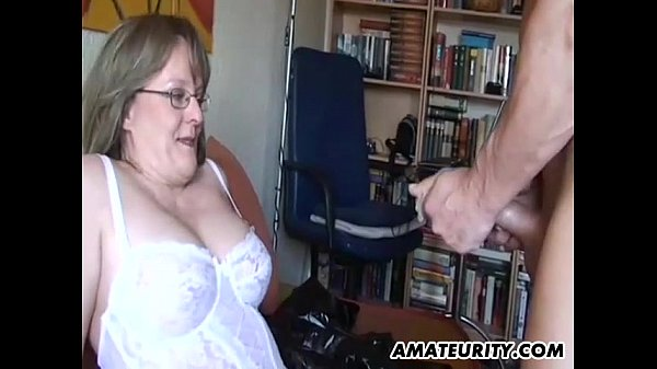 Bigtits tugging mature gets on all fours 5