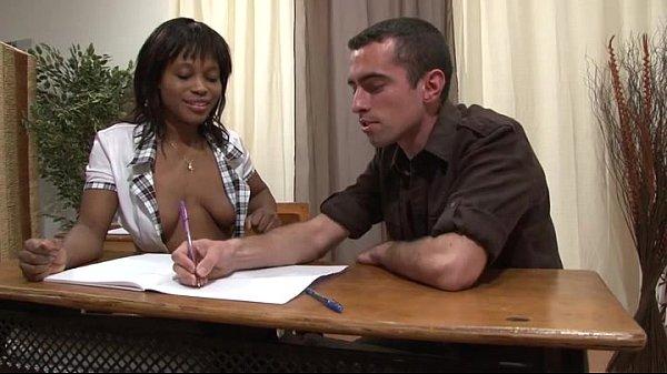 Professor particular come aluna negra com o diretor da escola