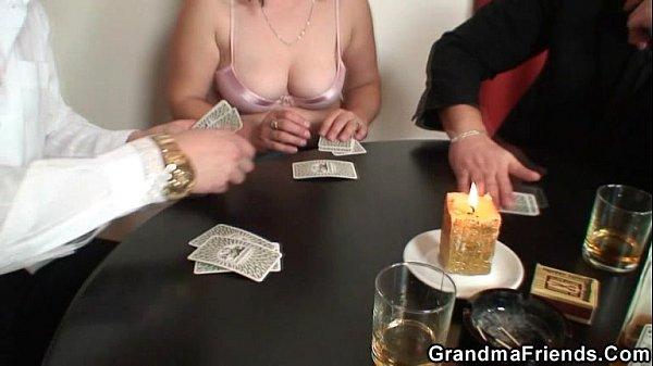 X bewertet Strip Poker