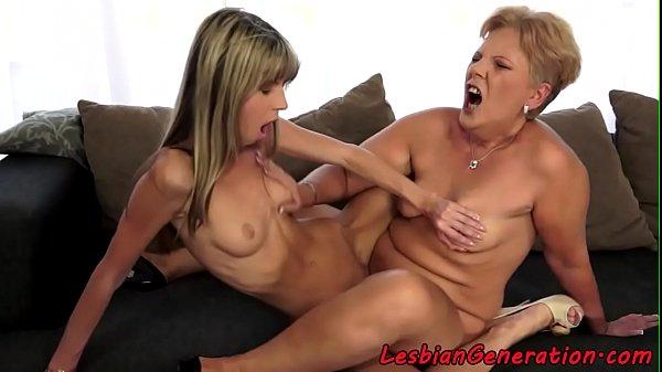 Mature scissoring petite making her wet