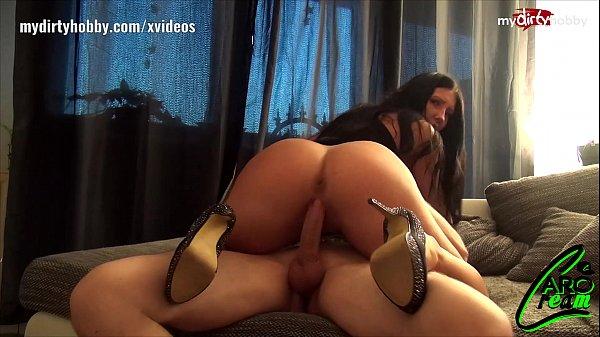 Caro Cream genießt Sex auf dem Billardtisch