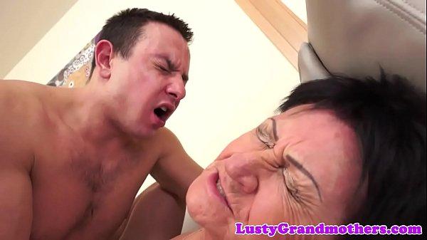 Oma Creampie Alte Sau Lasst Sich Richtig Vollspritzen