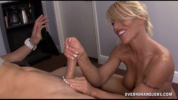 Milf ebony masturbating