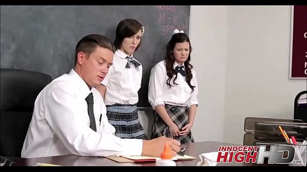 แอบเล่นsexกับครูใหญ่กลางห้องเรียน ดูแล้วเหมาะสมกันดีอีกคนควยใหญ่อีกคนหีใหญ่กระแทกกันมันส์เลย