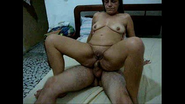 Coroa safada fazendo sexo anal com o amigo