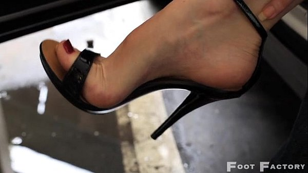 sexy high arches foot fetish