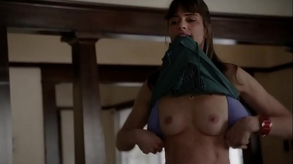 Amanda peet flashing tits - 1 6