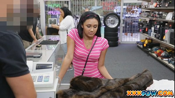 Muscular Latina Babeh Fucked In Pawn Shop