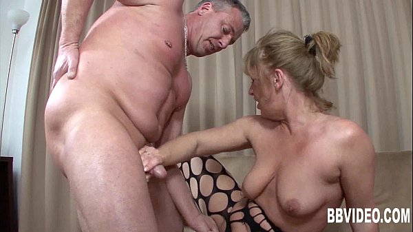 German milf suck cock on her knees
