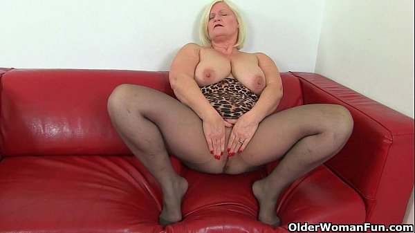 British Milf Aunty Trisha Soaks Her Nylons And Fucks A -6163