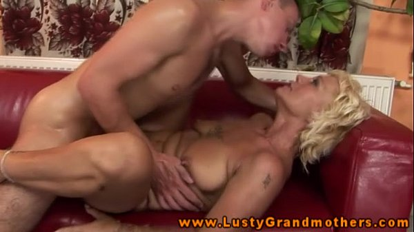 Hairy granny pussyfucked in closeup 4