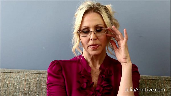 Bad teacher milf julia ann shows you how to get extra credit 3