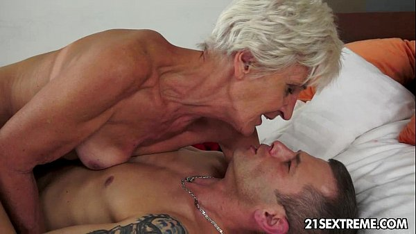 Gorgeous young zack blasts his cute face with his own jizz 1