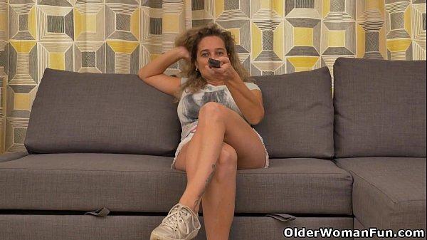 Busty Milf Ameli Gets Bored Watching Tv And Rubs Her Clit - Xnxxcom-6553