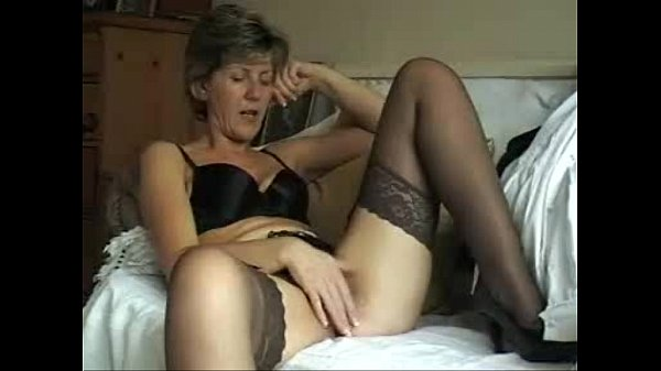 Missionary style porn and cumming while fucking her pussy missionary