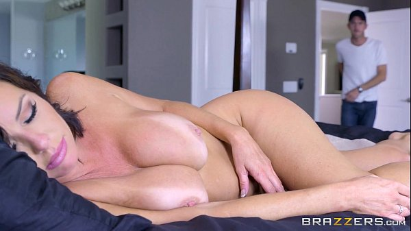 7 min Mommy were sleeping while I m masturbating www.brazzers.com