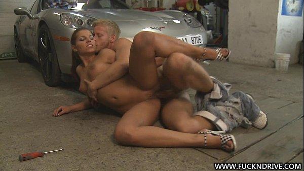 Angel Rivas In Garage Gefickt