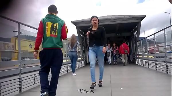 TV Culos - Una rubia con tremendo culo HD