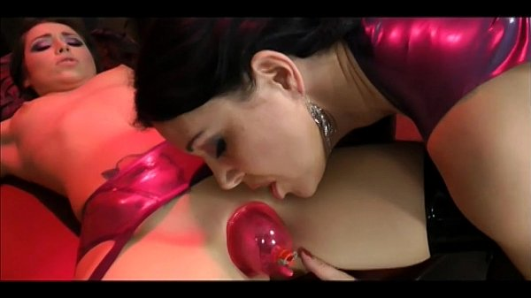Morena peituda realiza fetiche da novinha safada
