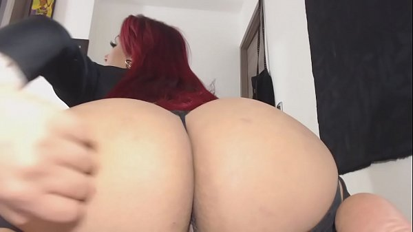 Sexy latina twerking