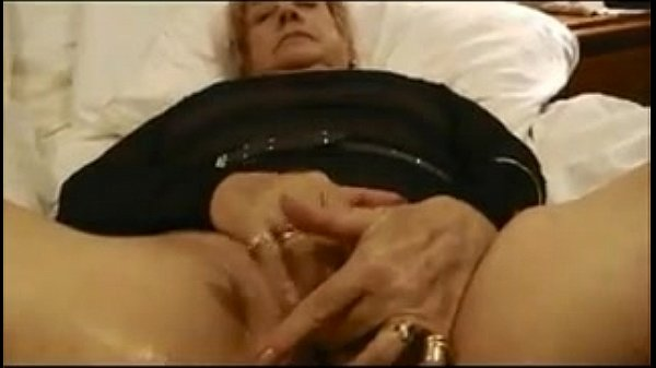 Granny Masturbating And Orgasming Close Up - XVIDEOSCOM
