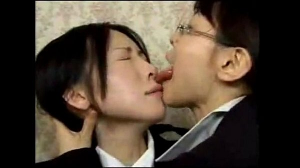 Lesbian deep kissing video