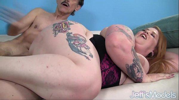 Sexo tiozão comendo gordinha