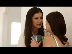 Mommy India Summer Teaching Chloe Amour and Shy...