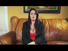 Amateur Mom masturbates at her casting audition