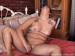 Pretty plump brunette loves to fuck her fat jui...