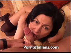 Italian Milf Cougar hot - Matura italiana scopa...