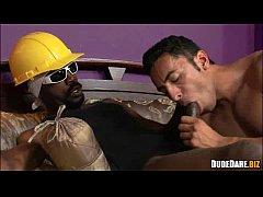 Μαύρος gay γαμάει λευκό κωλαράκι