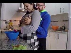 Culona es cogida en la cocina