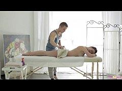Massagista comendo sua cliente mulher