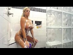 xoGisele - A Sexy Show In The Shower