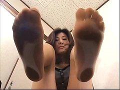 4 asian girls with sweaty feet under glass
