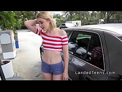 hairy pussy slim teen bangs in car