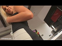 Tracy Gold masturbating on Give Me Pink gonzo s...
