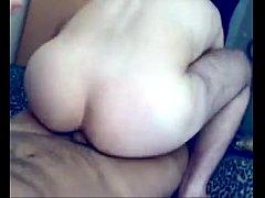 Αληθινό ζευγάρι γαμιέται σε ερασιτεχνικό gay σεξ βίντεο