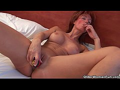 Sultry grandma Nina probes her old pussy with a...