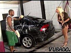Γαμήσι και πισωκολλητό στο συνεργείο αυτοκινήτων (6 min)