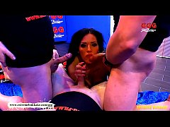 Deepthroat Queen Ashley Cum Star - Extreme Bukkake