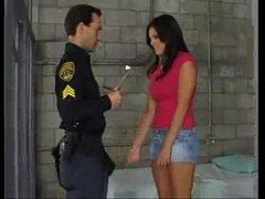 Policial fodendo prisoneira peituda gostosa