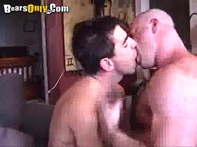 Videos Movil Mature bear likes to rim and fuck